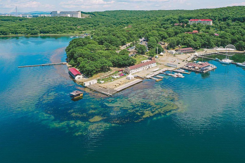 Территория клуба «Новик» на острове Русском