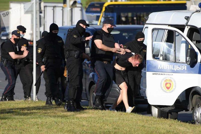 Во время протестов милиция избивает жителей страны. Изображение с сайта www.focus.ua