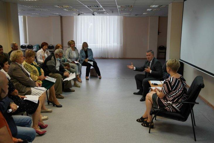 На встрече с экологами. Фото пресс-службы правительства Иркутской области