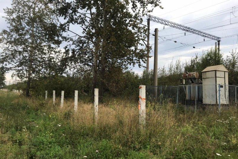 Ширина полосы отвода — 55 метров, длина — вдоль всех путей