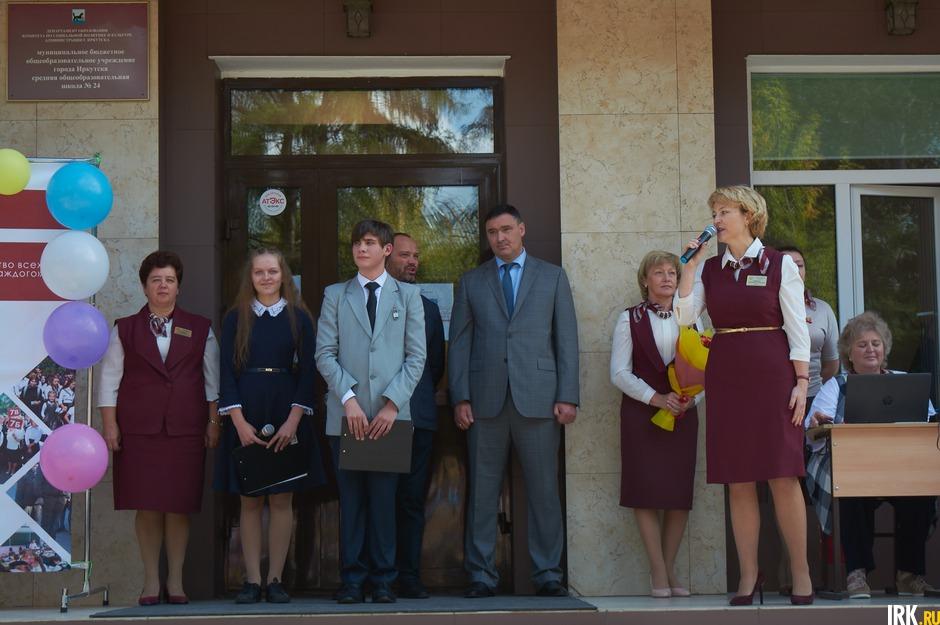 Мэр Иркутска Руслан Болотов принял участие в праздничном мероприятии в школе № 24.