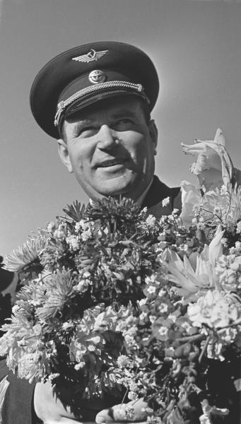 Советский летчик, заслуженный пилот СССР Евгений Петрович Барабаш