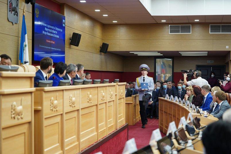 Во время церемонии вступления в должность избранного губернатора. Фото предоставлено пресс-службой правительства