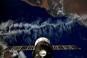 Международная космическая станция пролетает на Йеменом. Фото Роскосмос