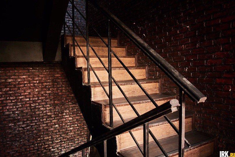 В подъезде на двух этажах сосед Татьяны сделал ремонт по своему вкусу и с многочисленными нарушениями
