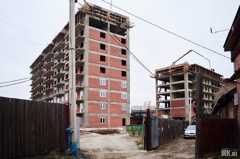 ЖК «На Советской-2» представляет собой две десятиэтажные блок-секции. Работа на стройплощадке кипит: уже возведено 10 и 8 этажей соответственно