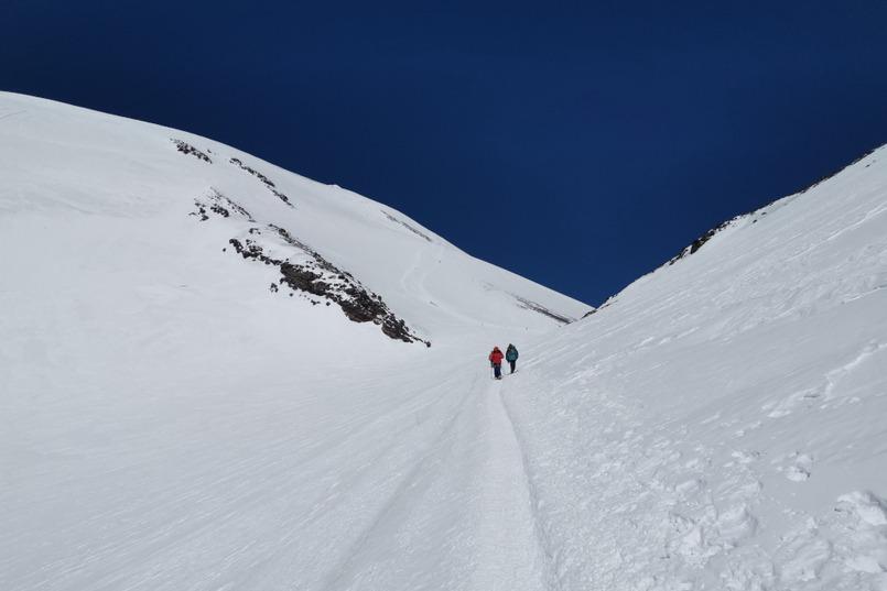 Приют на седловине Эльбруса (5300 метров). Здесь путешественники останавливаются на привал