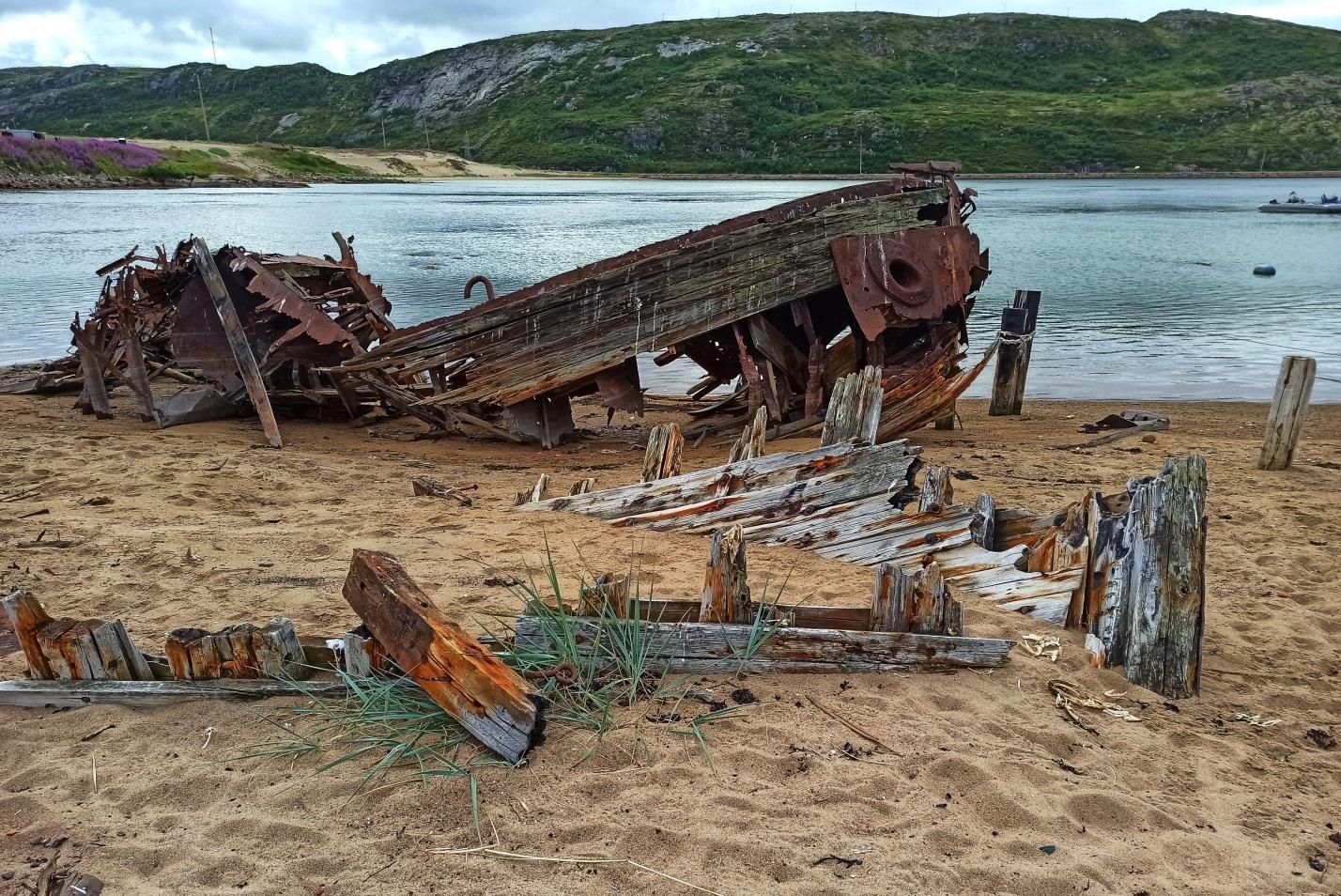 «Кладбище кораблей» в селе Териберки