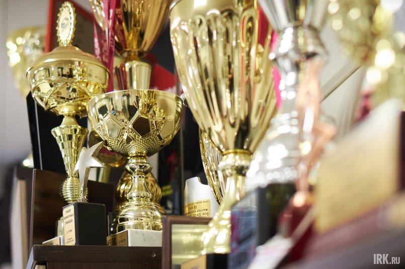 За восемь лет карьеры спортсмен получил не один десяток кубков