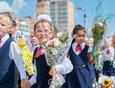 1 сентября дети пошли в школу. За лето шум по поводу коронавируса несколько поутих, и в городе не было отменено ни одной линейки.