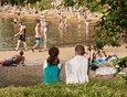 Лето выдалось жарким. Несмотря на режим самоизоляции, иркутяне предпочитали переживать зной у водоемов.