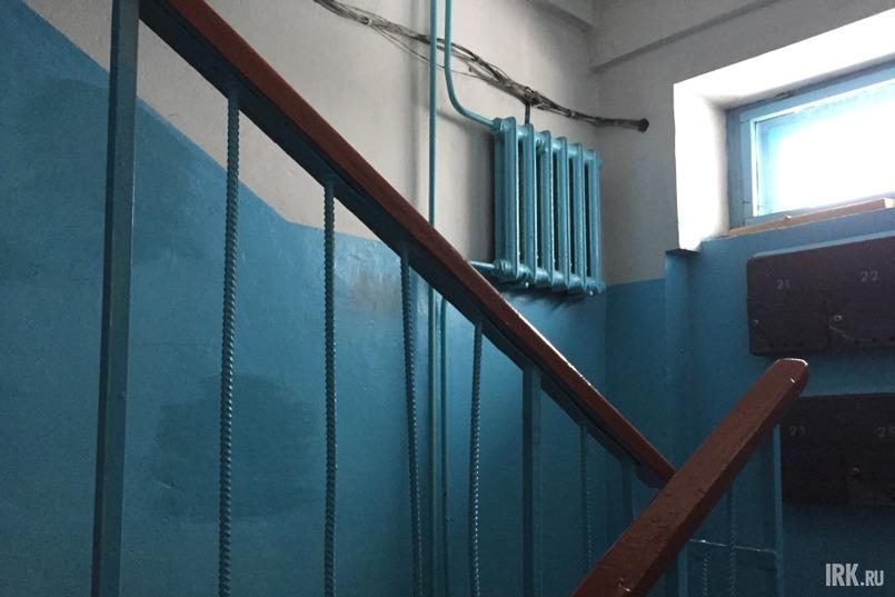 Дом, по словам Михаила Григорьевича, находится в хорошем состоянии: квартиры теплые, подвал сухой, косметический ремонт в подъездах делают каждый год