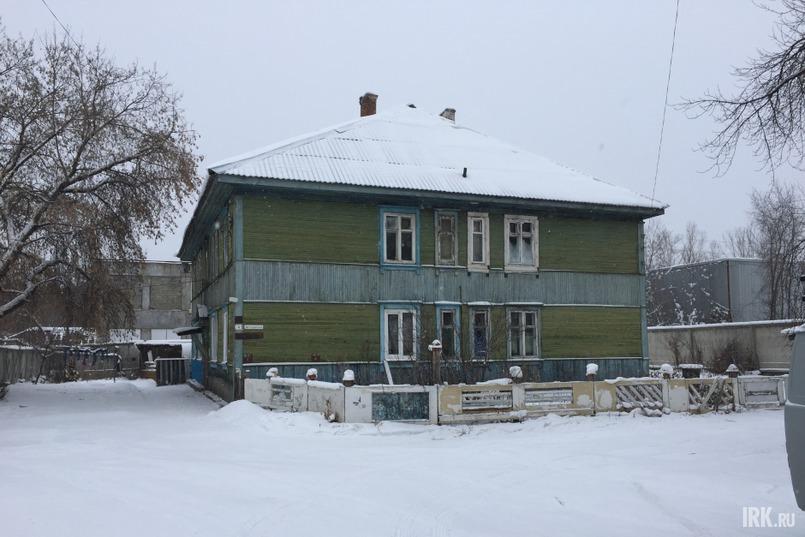 В Мегете много деревянных бараков, жильцы которых ждут расселения, например, дом на Детсадовской, 4