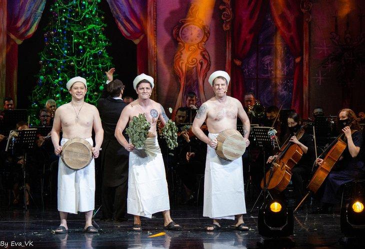 Сцена из номера концерта «Зимние песни о главном». Фото с сайта vk.com/irkutskmusicaltheater