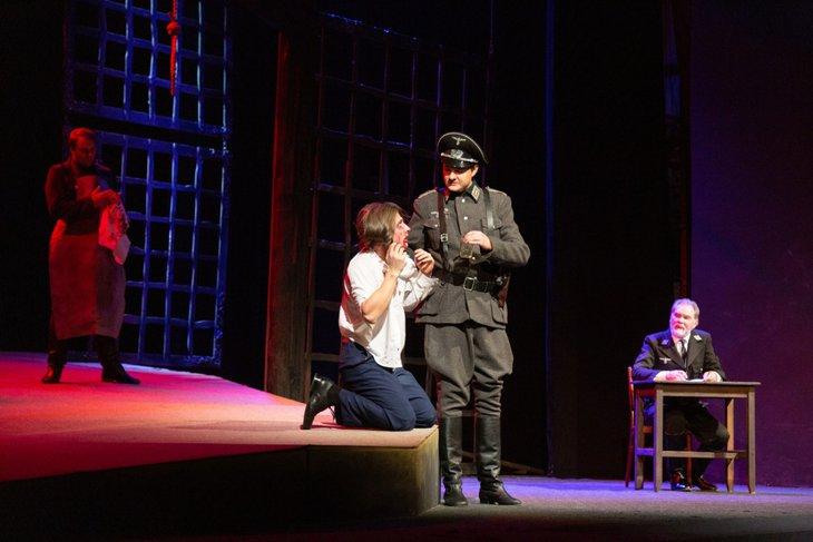 Репетиция спектакля «Молодая гвардия». Фото с сайта vk.com/tuz_irk