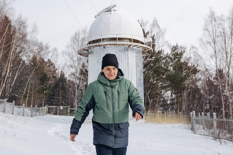 Артем Шиховцев прокладывает дорогу от солнечного синоптического телескопа (Солсит) к домику наблюдателей