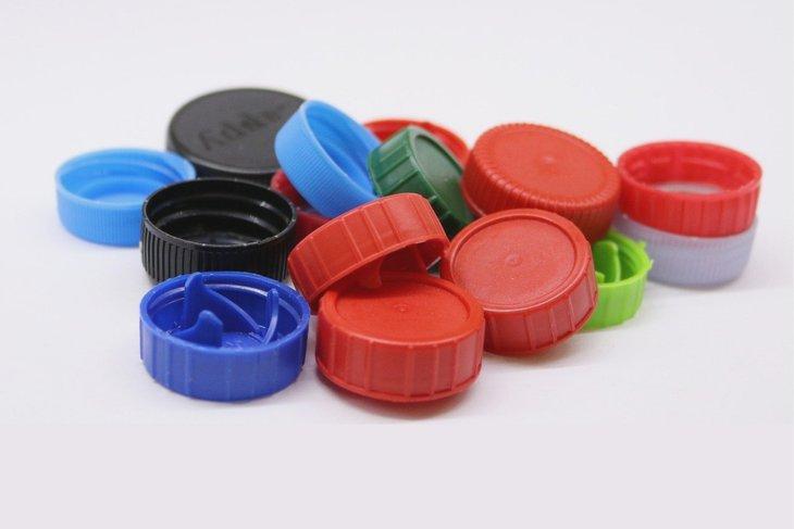 Пластиковые крышки. Фото с сайта pixabay.com