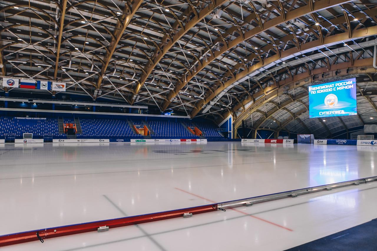 За полтора часа спортсмены начали «сухую» тренировку, на льду никого не было
