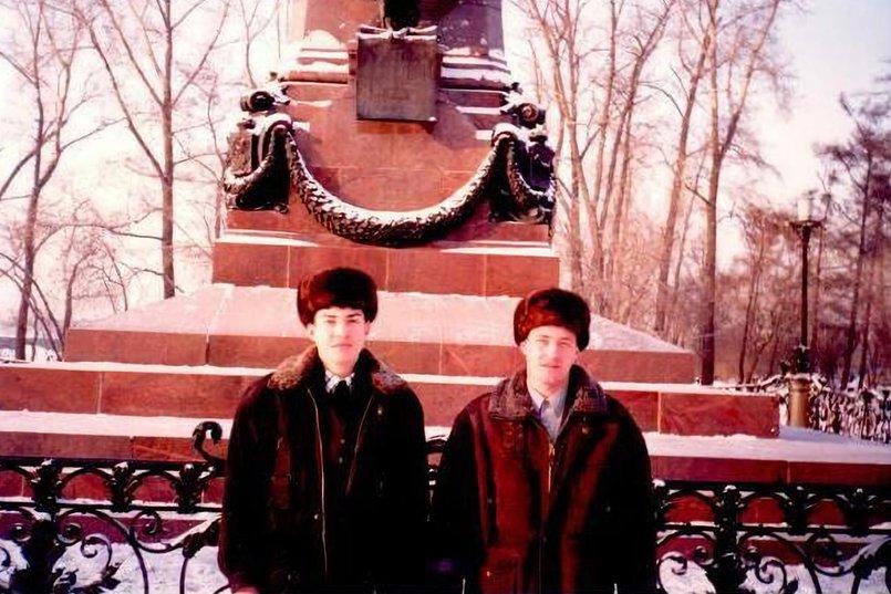 Михаил Сигал (справа) с братом Аркадием