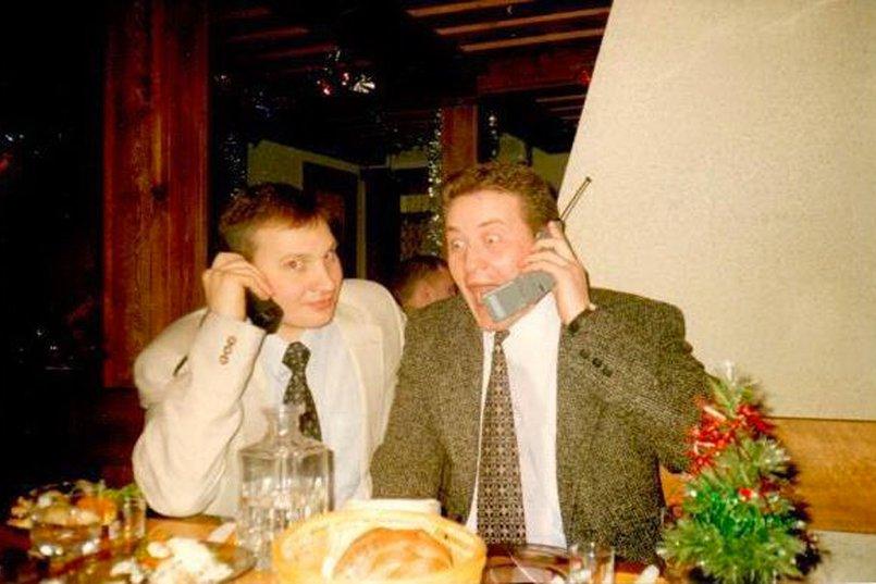 """Встреча Нового 1998 года. «Еще не знали, каким он будет """"веселым""""», — говорит Михаил Сигал (на фото справа)"""