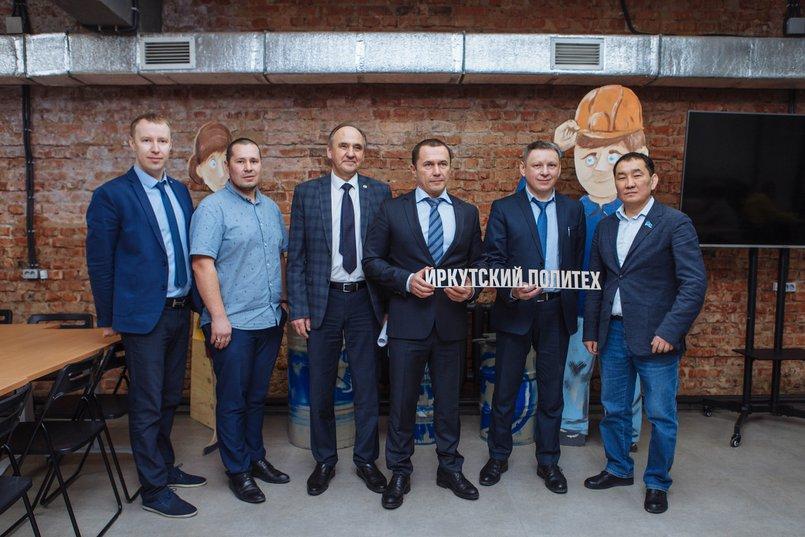 Игорь Бычков, Дмитрий Бердников и Михаил Корняков (в центре)