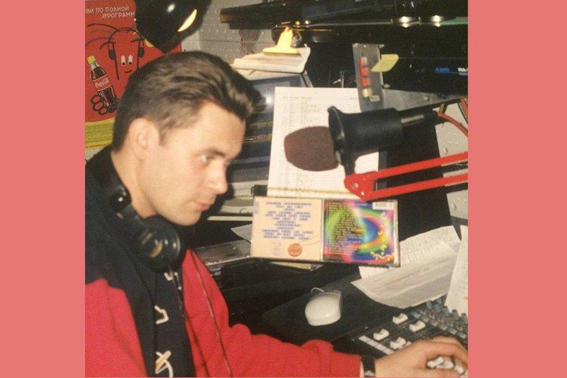 В 1996 году Вячеслав Ширяев устроился работать ведущим на радио