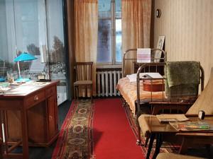 Воссозданный интерьер гостиничного номера, где останавливался Высоцкий