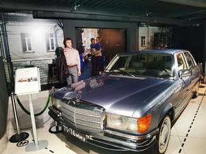 Поэт шутил про свой Мерседес: «Такая машина есть только у меня, и еще — у Леонида Ильича Брежнева»