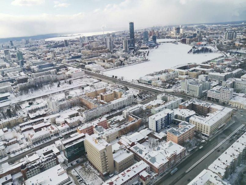 Екатеринбург. Кадр сделан со смотровой площадки небоскреба «Высоцкий», 52 этаж