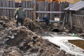 Сотрудники МЧС России провели субботник в Хомутово, подтопленном талыми водами