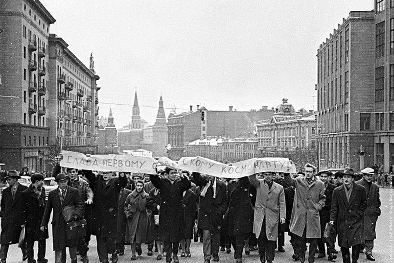 Демонстрация жителей Москвы, 1961 г.  Фото с сайта оввакул.рф