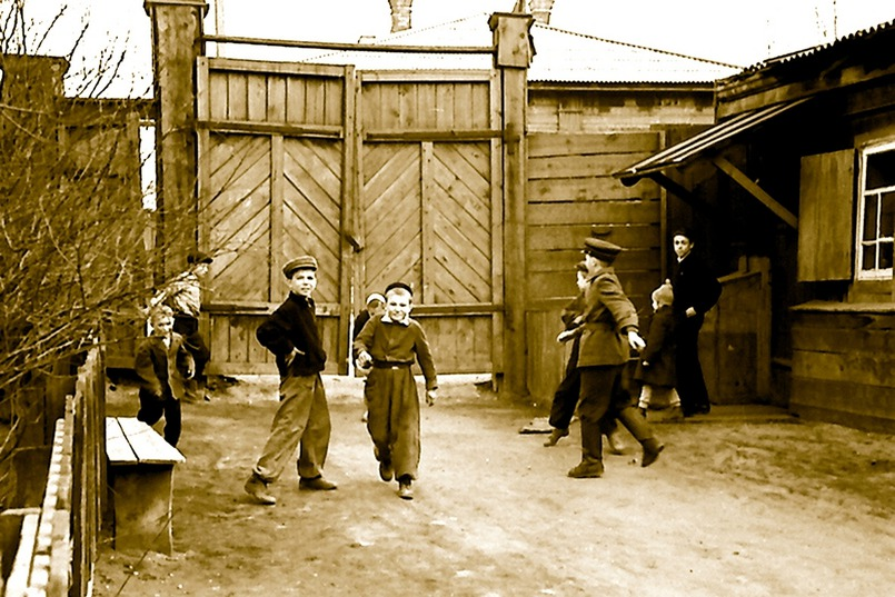 Семья Николая Бриля жила в двухэтажном деревянном доме на улице Чкалова