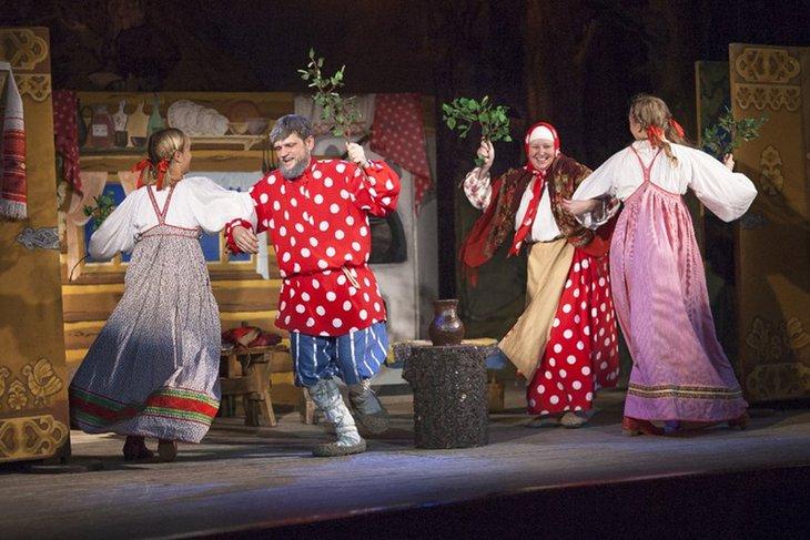 Сцена из спектакля «Косопят — борода до пят». Фото предоставлено Иркутским городским театром народной драмы