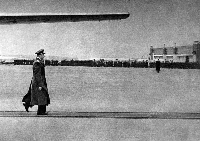 Встреча Гагарина в аэропорту Внуково.Фото с сайта оввакул.рф