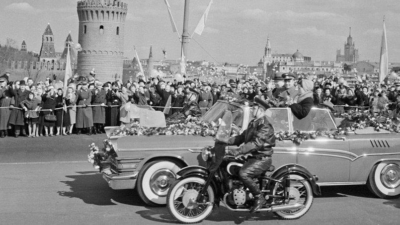 Встреча Гагарина жителями Москвы, 14 апреля 1961 г. Фото с сайта оввакул.рф