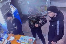 В Усолье-Сибирском разыскивают троих мужчин, похитивших банковскую карту