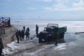 В Листвянке из Байкала вытащили один из провалившихся ЗИЛов