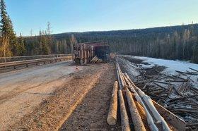 Водитель погиб при опрокидывании лесовоза в Усть-Кутском районе