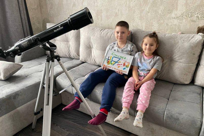 Матвей попросил телескоп, так как любит наблюдать за звездами