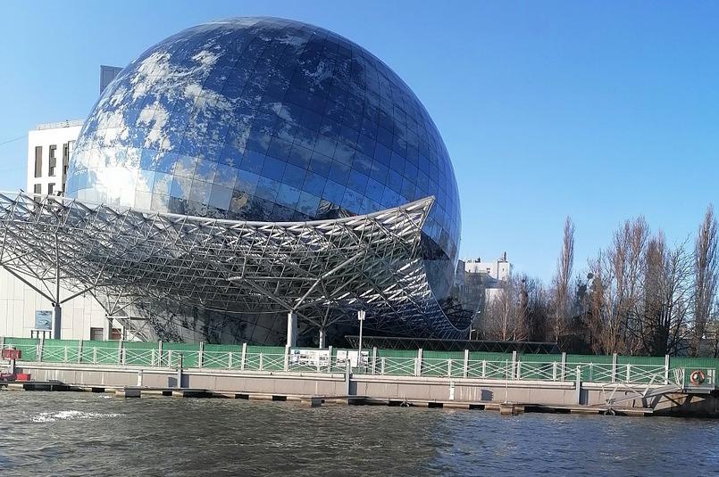 Корпус музея построен в виде земного шара