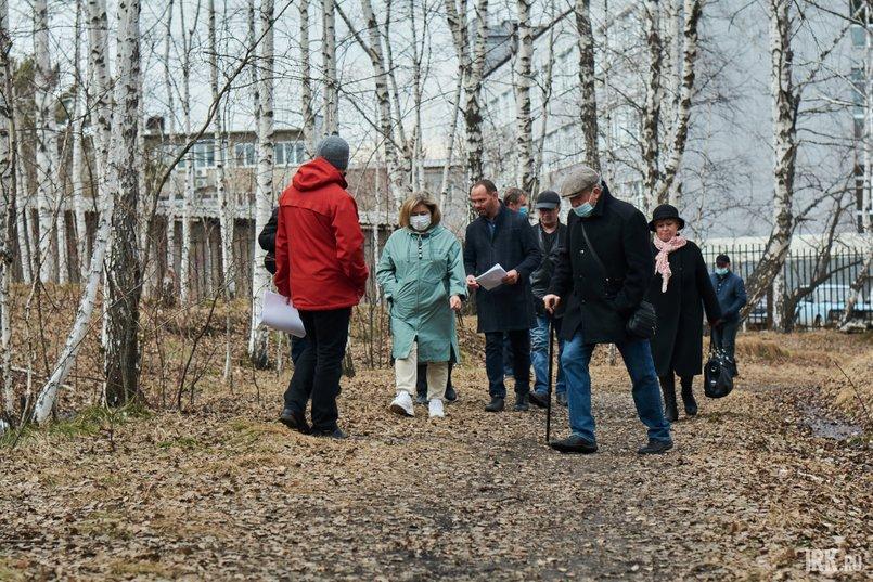 Участники встречи сошлись во мнении, что благоустройство должно быть минимальным, чтобы сохранить существующую экосистему леса