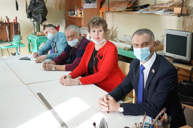 Григорий Вакуленко на рабочей встрече в Центре юного техника. Фото с личной страницы депутата в «Фейсбуке»