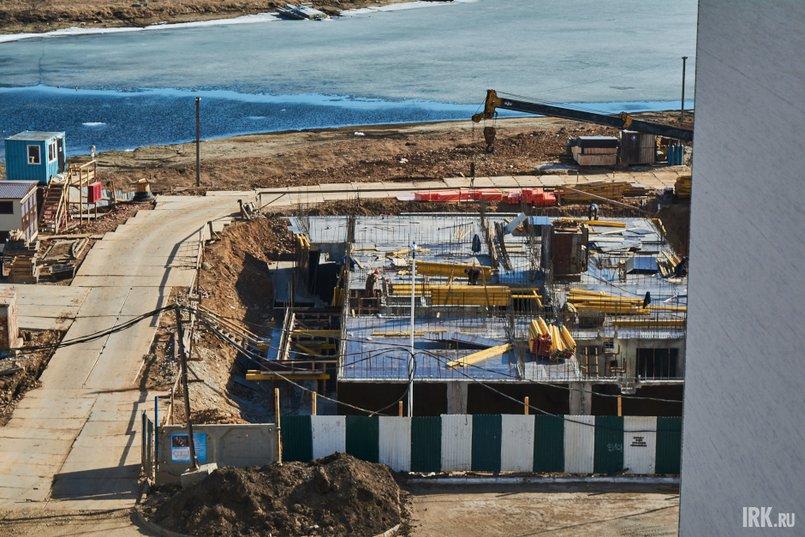 Жильцы предполагают, что строить вблизи воды дома такой этажности небезопасно для всех, с учетом повышенной сейсмичности региона