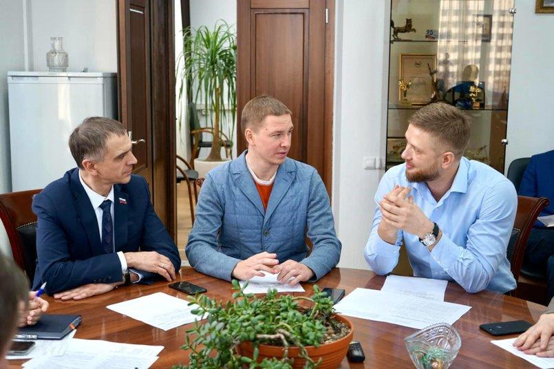 Григорий Вакуленко, Максим Девочкин, Евгений Стекачев. Фото с личной страницы депутата в «Фейсбуке»