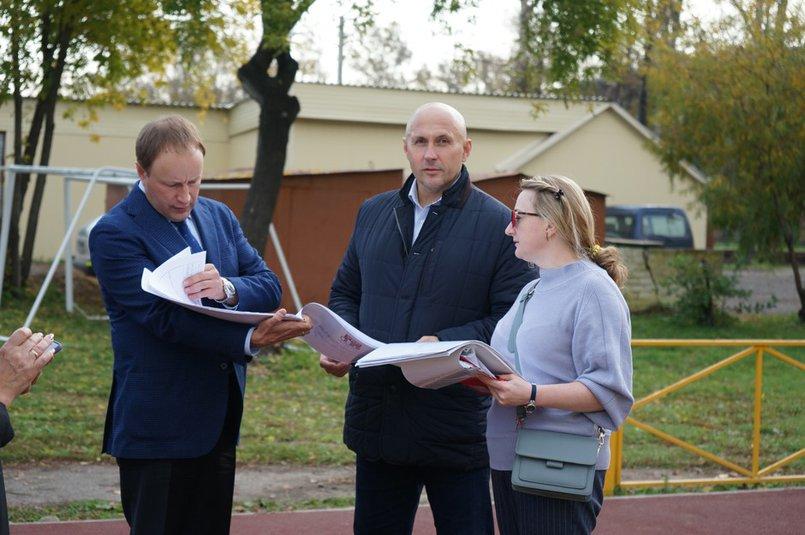 Алексей Распутин и Леонид Усов на выезде на стадион школы №66