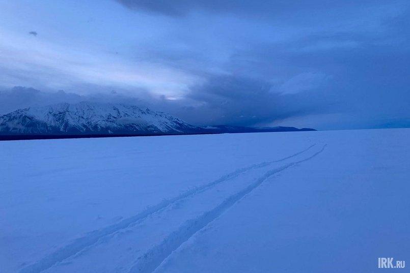 От мыса Малый Черемшаный до мыса Котельниковский лед был занесен снегом