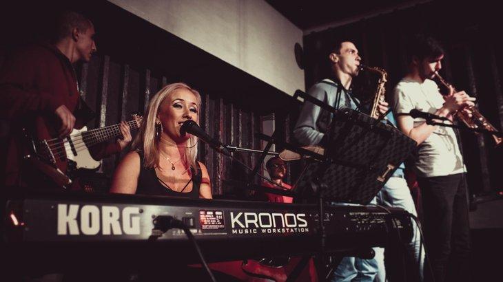 В концертах в «Эдисон баре» принимают участие известные иркутские музыканты. Фото со страницы бара «ВКонтакте»