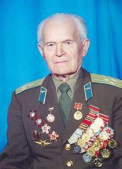 Сергей Григорьевич Печёнов. Был призван в 1939 году.  В 1944 году в составе 2-го Украинского фронта участвовал в боях за освобождение Украины, Венгрии, Австрии