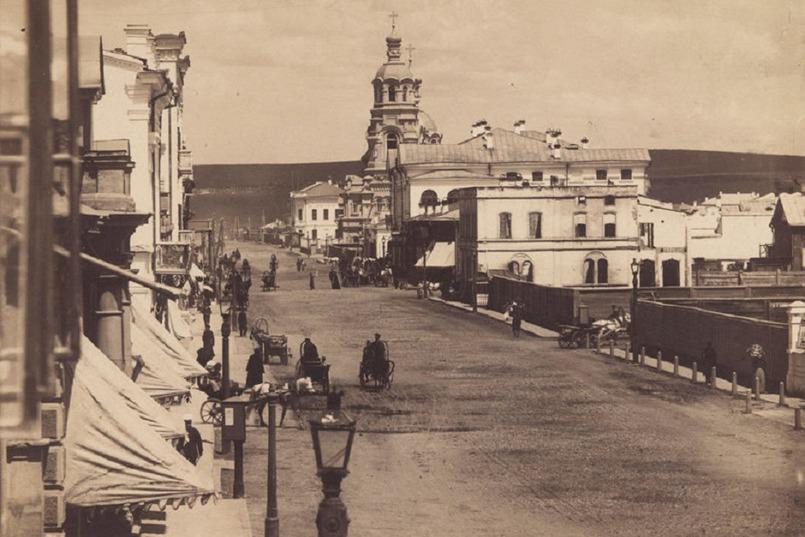 Вид на улицу Большую (сейчас Карла Маркса) и Благовещенскую церковь. Фото с сайта старинныехрамы.рф