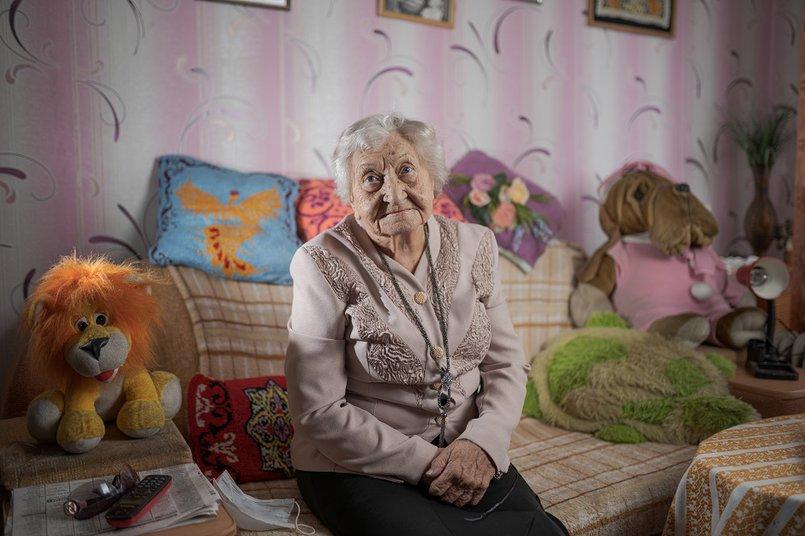 Елена Константиновна большую часть жизни проработала с детьми и для них перевоплощалась в героев разных сказок